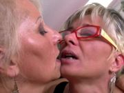 Flawless mature mothers at girl/girl threesome
