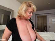 BBW Cougar Dildos Uber-sexy Plump Buxomy Babe in Hotel Room