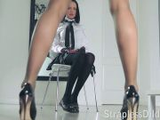 A lengthy legged teacher gets feeldoe pounding