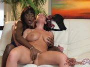 Anna scissor banging in a thrilling multiracial lesbo scene